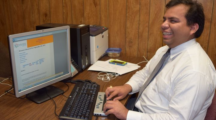 A man accesses NFB-NEWSLINE from his computer and Braille display.