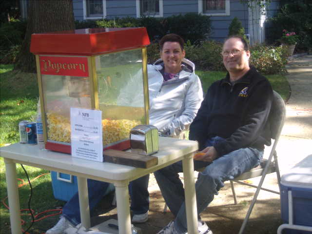 Popcorn table with members