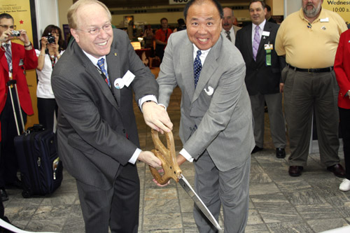 Larry Shepherd and Ed Moy cut the ribbon to open the 2008 ANA World's Fair of Money in Baltimore.
